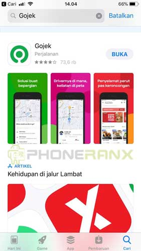 Silahkan kamu instal aplikasi Gojek di HP Android atau iPhone kamu